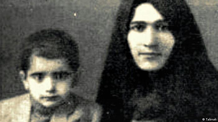 محمدرضا شجریان، یکم مهر ۱۳۱۹ در مشهد و در خانوادهای مذهبی متولد شد.