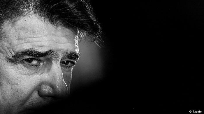 او در مصاحبهای مفصل با بیبیسی در مورد شرایط سال ۸۸ گفته بود: «در شرایطی که مردم در بهت و حیرت هستند و به گفته آقای احمدینژاد، خس و خاشاک به حرکت درآمدهاند، صدای من در صدا و سیما جایی ندارد. صدای من صدای خس و خاشاک است.»