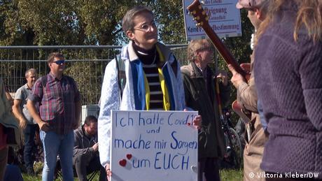 Politician Karoline Preisler at a coronavirus protest (Viktoria Kleber/DW)