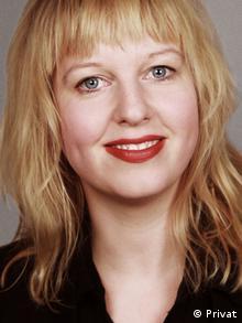 Kunsthistorikerin Kata Krasznahorkai mit schulterlangen, blonden Haaren (Foto: Privat).