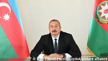 BAKU, AZERBAIJAN - SEPTEMBER 27: (----EDITORIAL USE ONLY 'Äì MANDATORY CREDIT - AZERBAIJANI PRESIDENCY / HANDOUT - NO MARKETING NO ADVERTISING CAMPAIGNS - DISTRIBUTED AS A SERVICE TO CLIENTS----) President of Azerbaijan Ilham Aliyev delivers a speech to the nation following an attack launched by Armenia against Azerbaijan, on September 27, 2020, in Baku, Azerbaijan. Azerbaijani Presidency / Handout / Anadolu Agency | Keine Weitergabe an Wiederverkäufer.