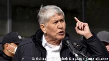 BISHKEK, KYRGYZSTAN - OCTOBER 9: Kyrgyzstan's former president Almazbek Atambayev speaks during a rally organized against the President of Kyrgyzstan Sooronbay Jeenbekov, demanding his resignation, at Ala-Too Square in Bishkek, Kyrgyzstan on October 09, 2020. Ex-President of Kyrgyzstan Almazbek Atambayev was freed from jail by demonstrators on Tuesday. Guliza Urustambek Kizi / Anadolu Agency | Keine Weitergabe an Wiederverkäufer.