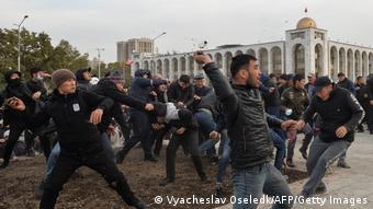 Протесты в Бишкеке, у здания Белого дома, приведшие к смене власти в октябре 2020 года