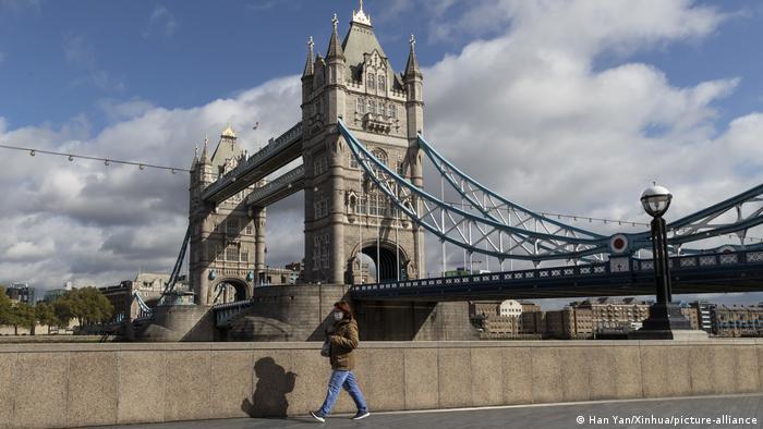 London Tower Bridge Coronakrise (Han Yan/Xinhua/picture-alliance)
