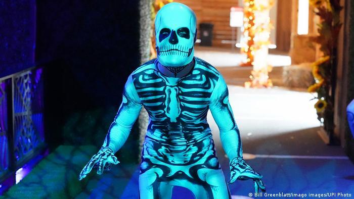 BdTD USA Ein Schauspieler in einem Skelettkostüm (Bill Greenblatt/imago images/UPI Photo)