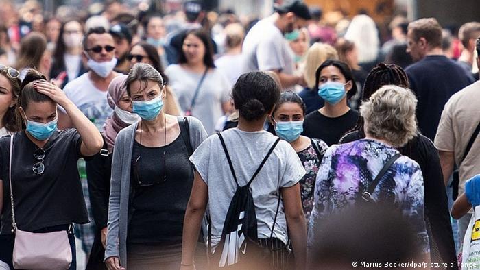 Deutschland | Coronavirus - Einkaufsstraße Schildergasse (Marius Becker/dpa/picture-alliance)