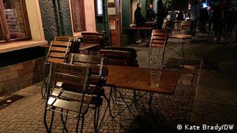 Σε περιοχές με υψηλούς αριθμούς κρουσμάτων τα εστιατόρια και μπαρ θα κλείνουν στις 11 το βράδυ