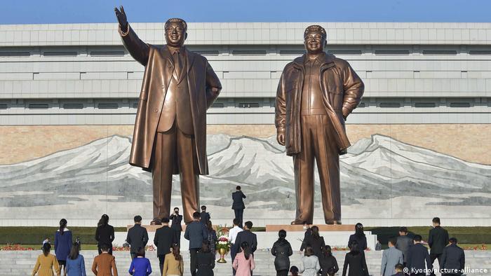 Foto de estatuas de Kim Il Sung y Kim Jong Il