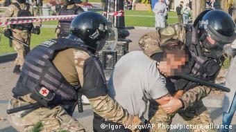 Разгон ОМОНом митинга на площади Ленина в Хабаровске, 10 октября