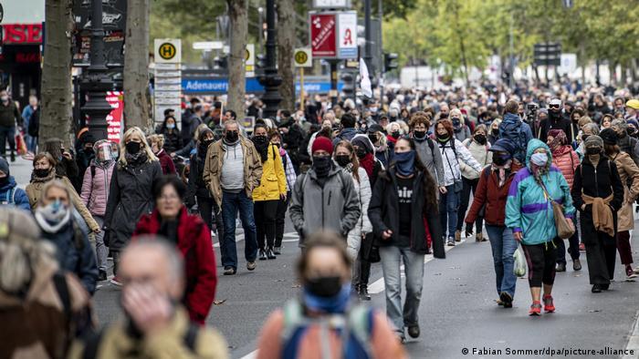 Прохожие на одной из улиц Берлина