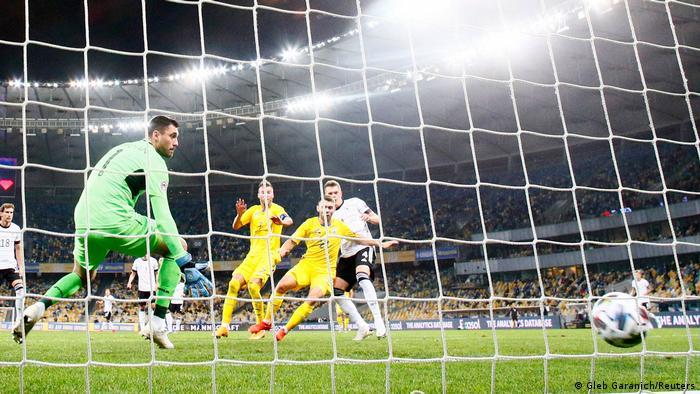 Маттіас Гінтер відкриває рахунок у матчі зі збірною України