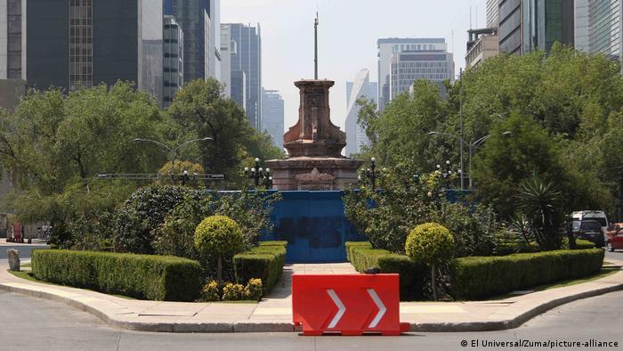 Retiran estatua de Colón previo a protestas en Ciudad de México | México en  DW | DW | 10.10.2020