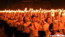 Nordkorea   Feierlichkeiten 75 Jahre Arbeiterpartei WPK Fackelzug