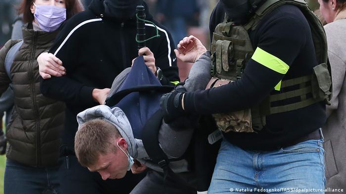 Represión violenta de manifestación contra el régimen bielorruso. Aquí en Minsk el 11 de octubre de 2020