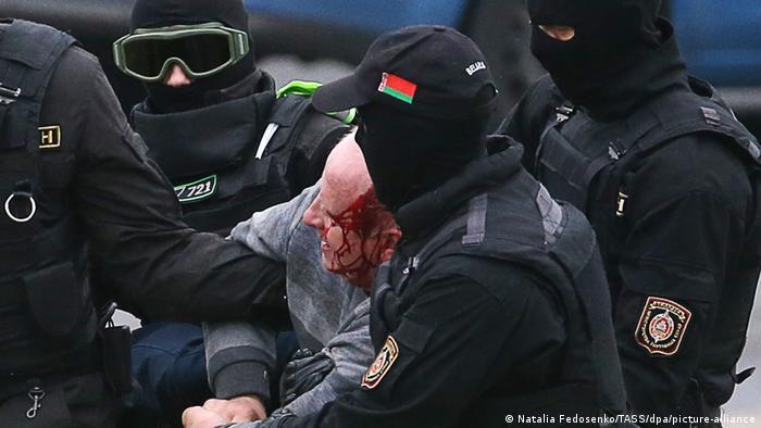 Protestatari săltați de forțele de ordine la Minsk, Belarus