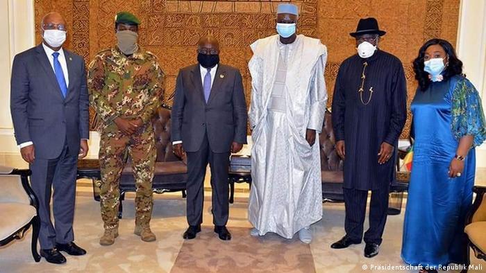 Le président ghanéen Nana Akufo-Addo a échangé avec le président de la transition Bah N'Daw à Bamako