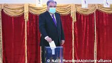 Tadschikistan Präsidentschaftswahl l Präsident Emomali Rahmon gibt seine Stimme ab