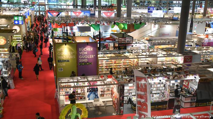The aisles and stalls of the 2019 Frankfurt Book Fair (Jens Kalaene/dpa-Zentralbild/picture-alliance)