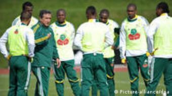 South Africa coach Carlos Alberto Parreira talks to his players