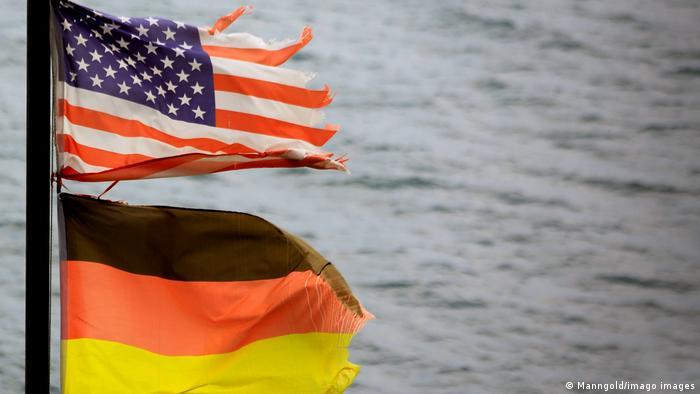 Symbolbild Wirtschaftsbeziehungen Deutschland USA | Flaggen