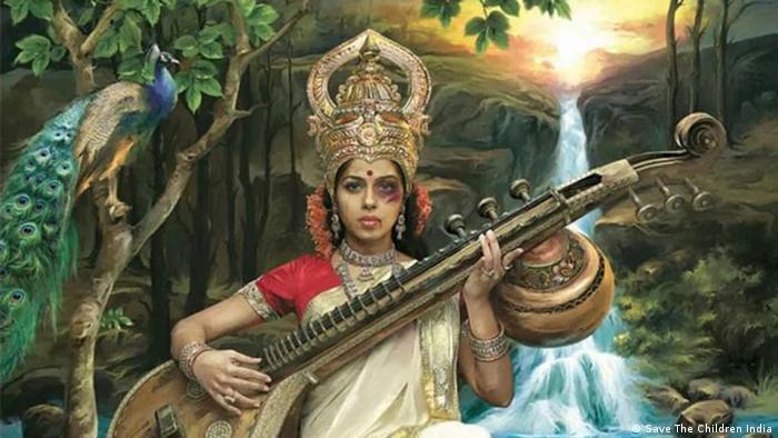 هندوها زن را بر عرش قرار داده و حتی زن را به عنوان خدا میستایند. البته رفتار و برخورد روزمره کنونی با دختران و زنان در هند نشانی از چنین احترامی ندارد. هند یکی از خطرناکترین کشوها برای زنان است. طبق اعلام دولت هر بیست دقیقه یک زن در این کشور مورد تجاوز قرار میگیرد. هند بیش از یک میلیارد و ۳۵۳ میلیون نفر جمعیت دارد و حدود ۴۸ درصد از جمعیت آن را زنان تشکیل میدهند.