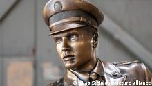 Vorstellung einer Bronzestatue von Elvis Presley