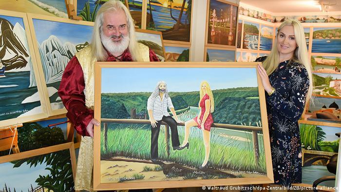 Петер Гере вместе со своей музой Мадлен - в мастерской и на картине с видом на долину Рейна со скалы Лорелей