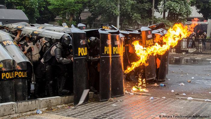 Indonesien Proteste 12 (Antara Foto/Novrian Arb/Reuters)