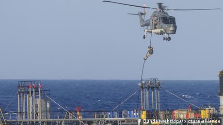 DW: Η Τουρκία εμποδίζει έλεγχο πλοίου από γερμανική φρεγάτα