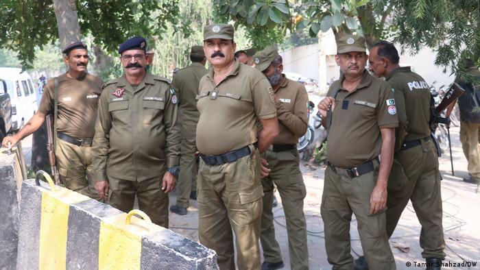 Pakistan Der Hauptverdächtige im Fall der Autobahn-Vergewaltigung wird zur Verhandlung gebracht
