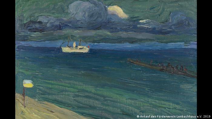 Dsa Gemälde Kandinskys zeigt ein Schiff auf dem Meer unter einem bewegten, dunkelgrünen Himmel. (Ankauf des Förderverein Lenbachhaus e.V. 2019)
