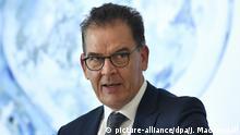 10.06.2020, Berlin: Bundesentwicklungsminister Gerd Müller (CSU)während einer Pressekonferenz zur Vorstellung der Wasserstoffstrategie der Bundesregierung. Foto: John Macdougall/AFP-Pool/dpa +++ dpa-Bildfunk +++   Verwendung weltweit