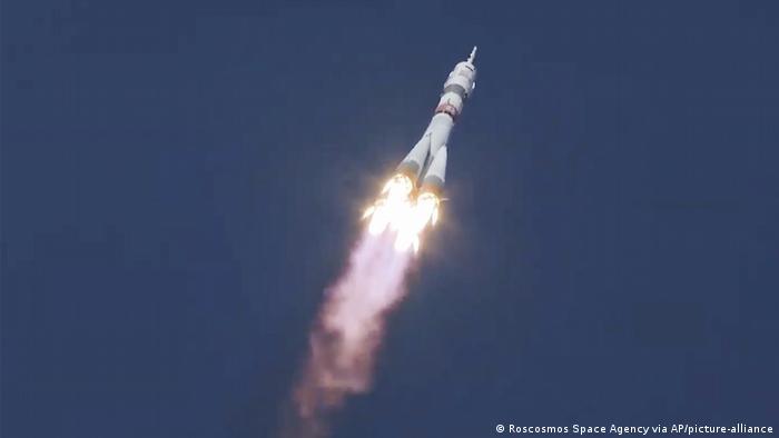 Sojus-Rakete startet (Foto: Roscosmos Space Agency via AP/picture-alliance)