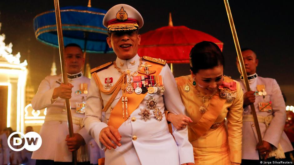 Thai protesters face charges of insulting monarchy