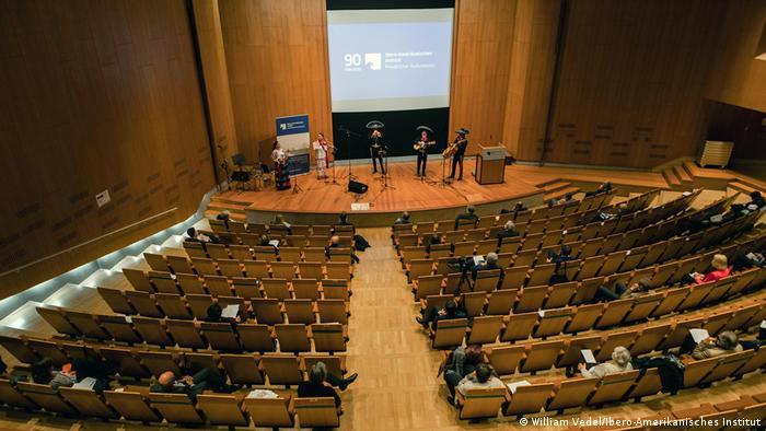 Ceremonia con público reducido en el IIA de Berlín.