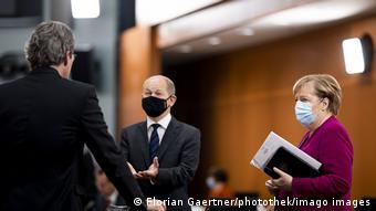 Αντικαγκελάριος Όλαφ Σολτς και καγκελάριος Άνγκελα Μέρκελ επιδίωξαν να πείσουν τους πρωθυπουργούς των κρατιδίων για την αναγκαιότητα αυστηρότερων μέτρων