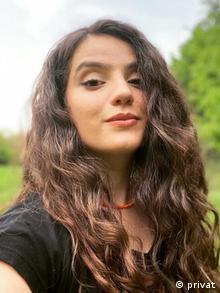 Oyuncu Rewşan Apaydın Kürtçe'ye tahammülsüzlük olduğunu savunuyor