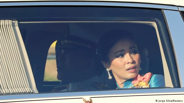 Queen Suthida in car