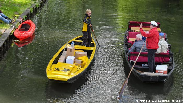 На лодках в Шпревальде также катают туристов, перевозят сено, тыквы и другие грузы