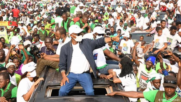 Une caravane de l'opposant Cellou Dalein Diallo en campagne à Conakry (15.10.2020)