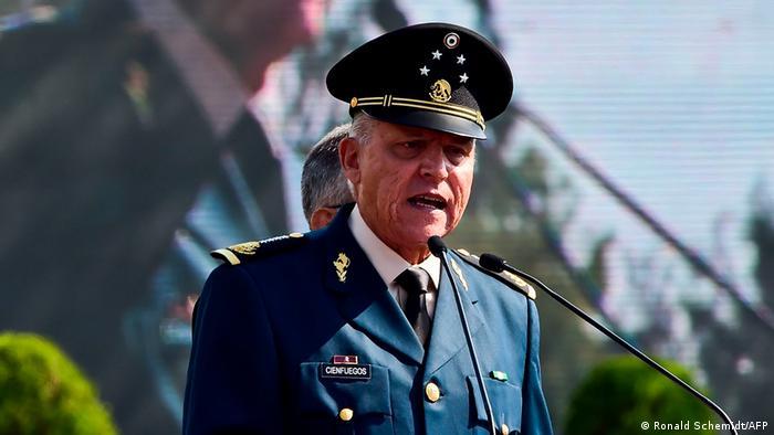 El general Salvador Cienfuegos, extraditado por Estados Unidos y México (archivo)