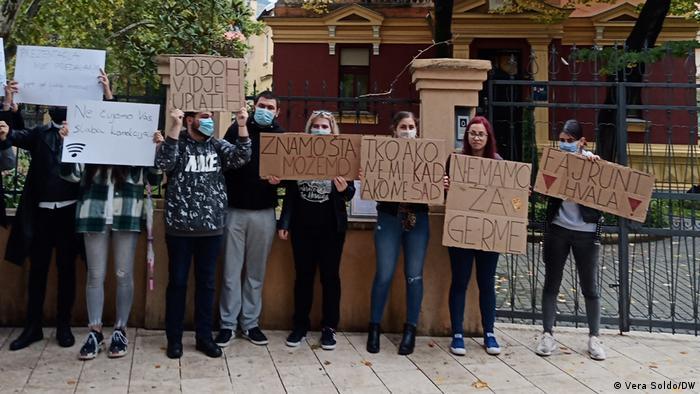Bosnien und Herzegowina Studierende protestieren gegen Corona-Maßnahmen und Studiengebühren