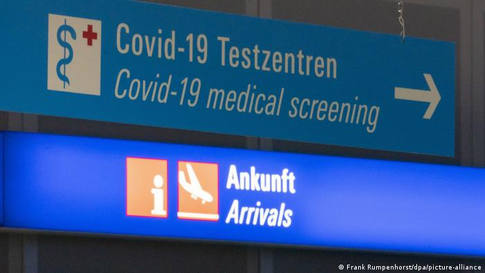 Deutschland Corona-Pandemie | Testzentrum Flughafen
