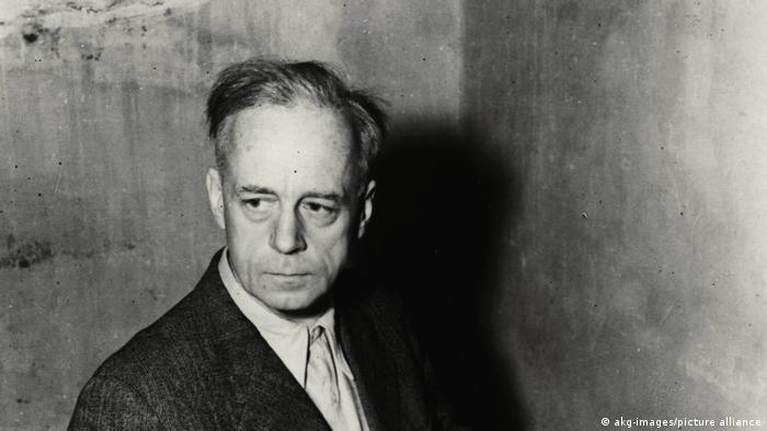 Joachim von Ribbentrop, ministro das Relações Exteriores de Hitler, em sua cela em 1945.