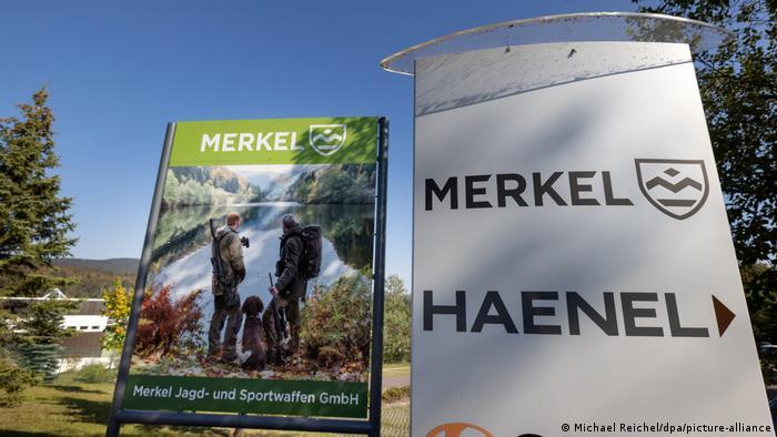 شرکت هنِل پس از فروپاشی شوروی (سابق) و وحدت آلمان در سال ۲۰۰۸ بار دیگر تاسیس شد. این شرکت البته با ۹ کارمند و فروش ۷ میلیون و ۱۵۰ هزار یورو در سال ۲۰۱۸ و زیان ۴۸۵ هزار یورویی وابسته به شرکت مرکل (Merkel) است که اسلحههای شکاری و وسائل ورزشی تولید میکند.