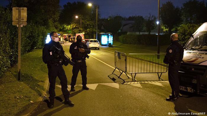 الشرطة في مكان وقوع جريمة قتل المدرس في باريس
