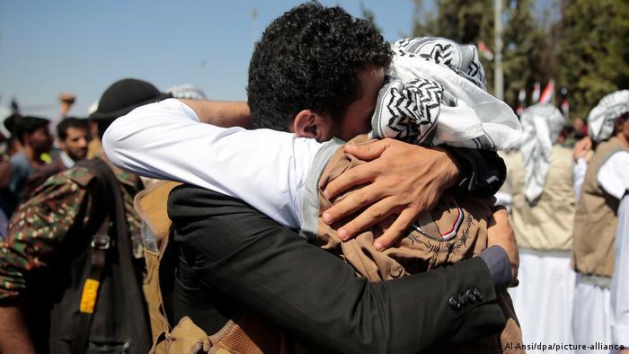 Gefangenenaustausch im Jemen (Hani Al-Ansi/dpa/picture-alliance)