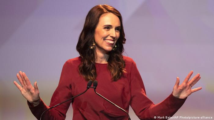 Neuseeland Wahl | Premierministerin Jacinda Ardern (Mark Baker/AP Photo/picture-alliance)