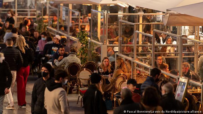 Frankreich Lille | vor Ausgangssperre | volles Restaurant