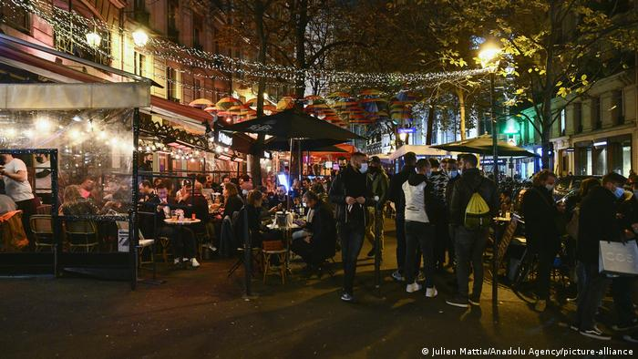 Frankreich Paris | vor Ausgangssperre | volle Restaurants (Julien Mattia/Anadolu Agency/picture-alliance)